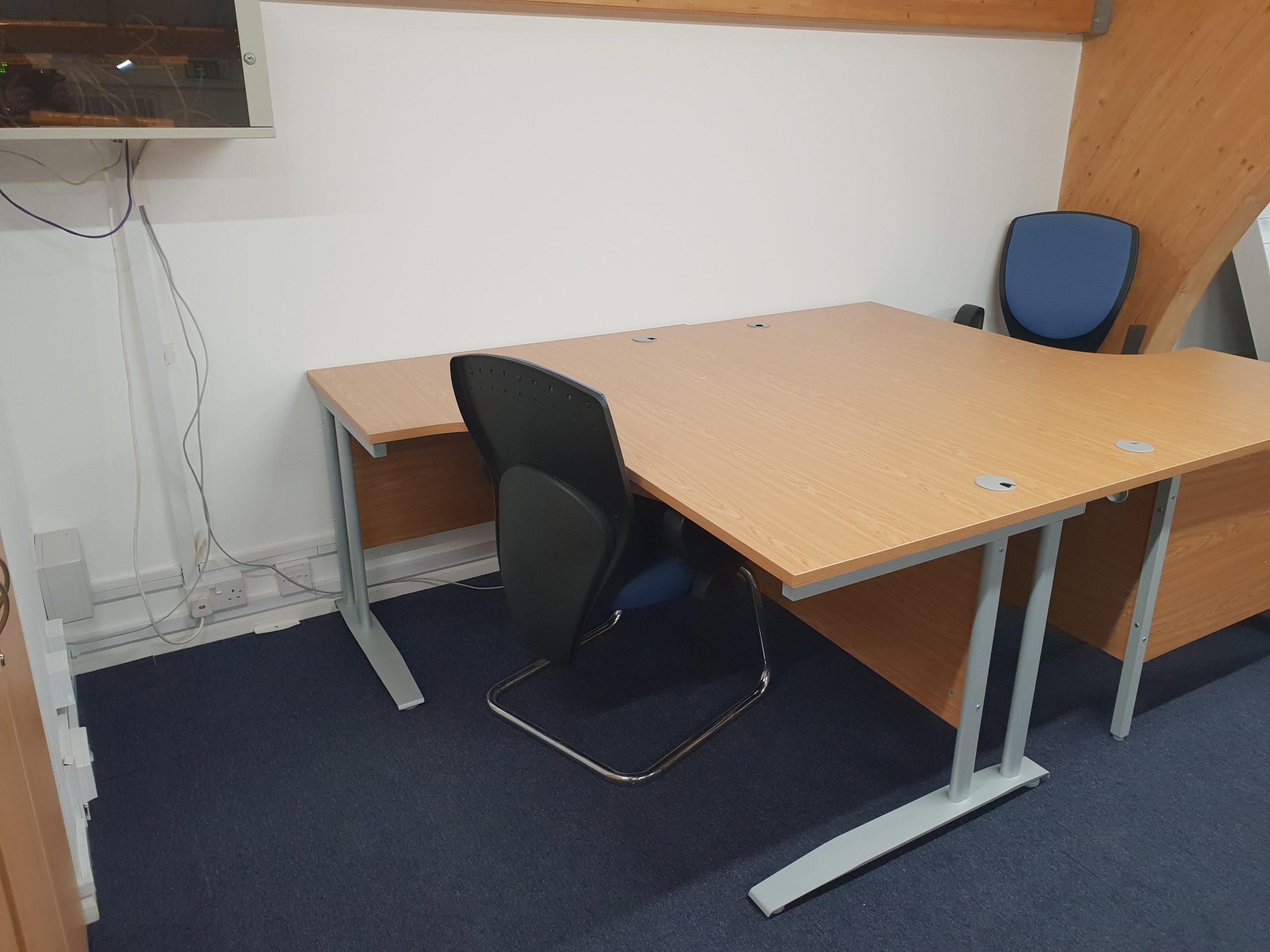 Ad-Hoc Desks